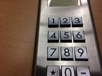 Výtahový panel 1 (JPG; 2 MB)