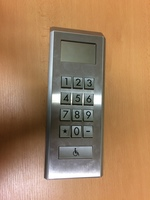 Výtahový panel 2 (JPG; 1 MB)