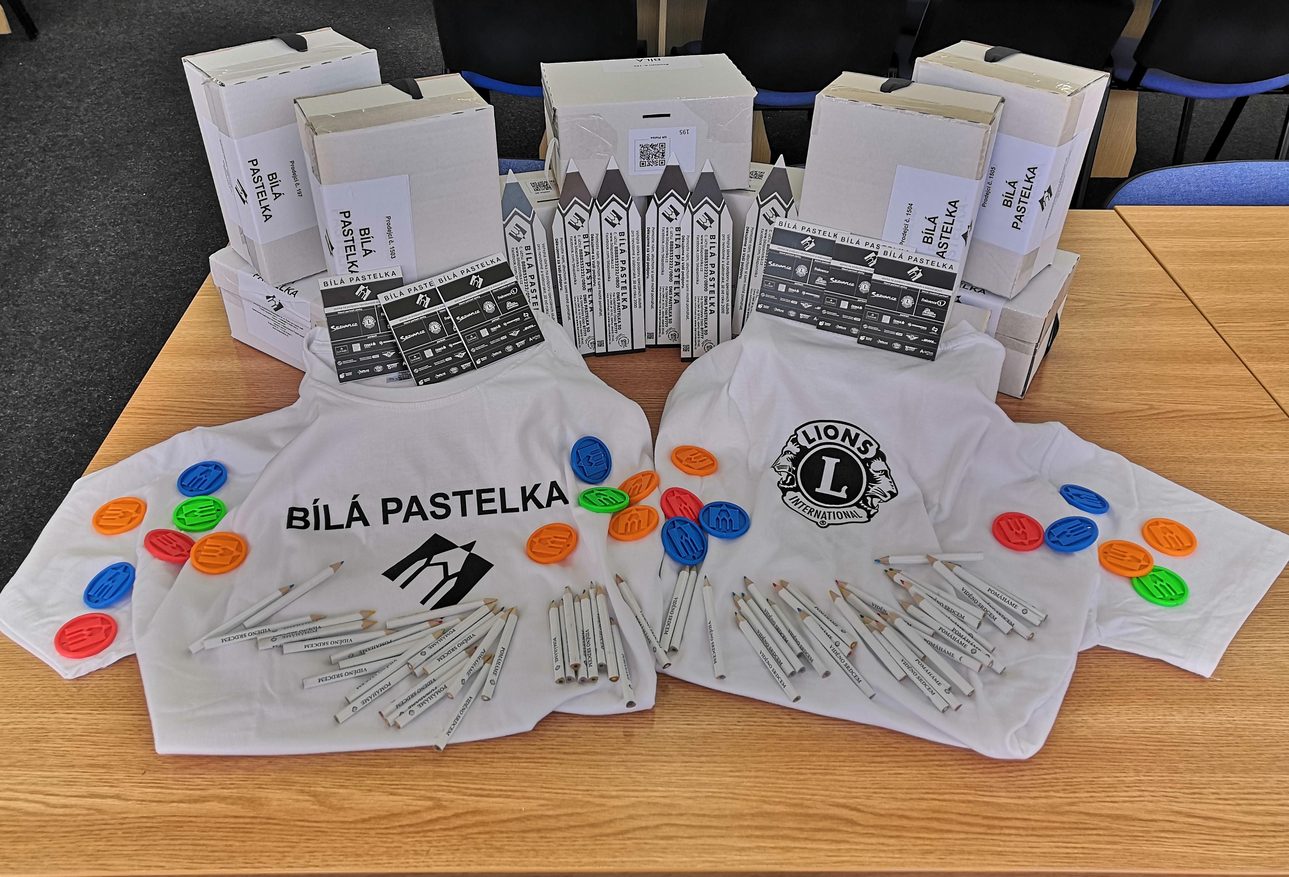 Materiály k BP - kasičky, tričky, pastelky, záložky, přívěsky, bločky